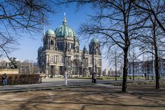 Berlin Cathedral in de winter stock afbeelding