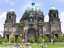 Berlin Cathedral, gehalten von der protestierenden Versammlung Stockfotos