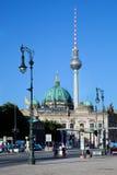 Berlin Cathedral och TVtorn, Berlin, Tyskland Fotografering för Bildbyråer