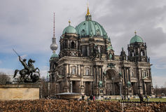 Berlin Cathedral och TVtorn, BerlinerDom Royaltyfria Bilder