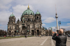 Berlin Cathedral och TVtorn, BerlinerDom Royaltyfria Foton