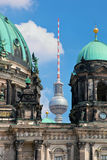 Berlin Catherdral und Fernsehturm stockbild