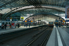 Berlin Central Station. Plataforma Railway Foto de Stock