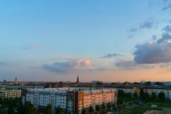 Berlin City Skyline mit Pfingskirche am Abend Stockfoto