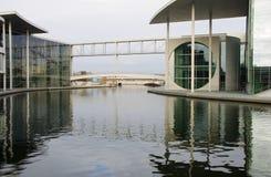 Berlin. Constructions et mémorial neufs de Bundestag Images stock