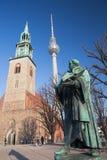 Berlin - das staue von reformator Martin Luther vor Marienkirche-Kirche durch Paul Martin Otto und Robert Toberenth 1895 Lizenzfreie Stockfotografie