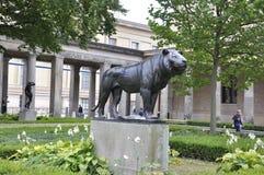 Berlin, Deutschland 27. August: Lion Statue von Pergamon-Museum von Berlin in Deutschland lizenzfreie stockbilder
