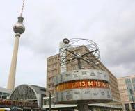 Berlin, Deutschland - 18. August 2017: Urania World Clocks calle auch Stockfoto