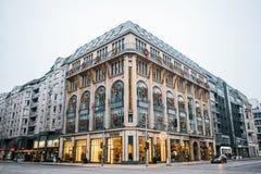 Berlin, Deutschland am 25. Dezember 2017: Weihnachten- und neues Jahr ` s Feiertag Weihnachtsgirlanden und Stadtdekoration Weihna Stockfoto