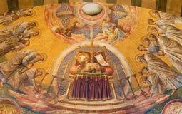 BERLIN, DEUTSCHLAND, FEBRUAR - 14, 2017: Das Fresko des Labors des Gottes in der Hauptapsis von Herz Jesus-Kirche Lizenzfreie Stockbilder