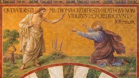 BERLIN, DEUTSCHLAND, FEBRUAR - 14, 2017: Das Fresko von Jesus mit dem Bezweifeln von Thomas in Herz Jesus-Kirche Stockfoto