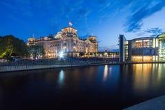 7 9 2017 BERLIN, DEUTSCHLAND: Panoramablick berühmten Reichstag-Gebäudes, Sitz des deutschen Parlaments (Deutscher der Bundestag) stockfotos