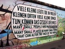 BERLIN, DEUTSCHLAND - 22. SEPTEMBER: Graffiti auf Berlin Wall an der Ostseiten-Galerie am 22. September 2014 in Berlin Lizenzfreies Stockfoto