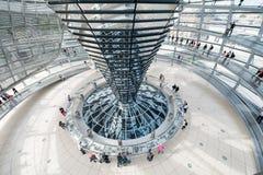 BERLIN, DEUTSCHLAND - 26. SEPTEMBER 2012: Innerhalb der Kuppel des Reichstag-Gebäudes in Berlin, Deutschland Stockbild