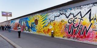 Berlin East Side Gallery-Grafik Stockfotos
