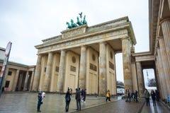 19.01.2018 Berlin, Germania - Various unidentified people under. The Brandeburg Gate Stock Images