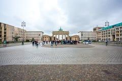 25.01.2018 Berlin, Germania - Various unidentified people under. The Brandenburg Gate Stock Images