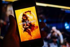 BERLIN/GERMANY -2019年4月:致命格斗11比赛商标或标题屏幕在智能手机屏幕上被显示 免版税库存照片