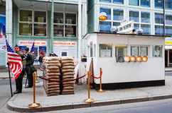 BERLIN GERMANY-APRIL 18: Checkpoint Charlie Arkivfoto