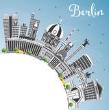 Berlin Germany City Skyline con Gray Buildings, cielo blu ed il Co Fotografia Stock