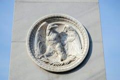 BERLIN, GERMANY/EUROPE - 15. SEPTEMBER: Eagle-Emblem unter einem sta Lizenzfreie Stockfotos
