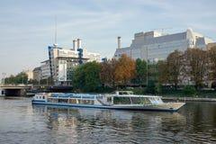 BERLIN GERMANY/EUROPE - SEPTEMBER 15: Flodkryssning i Berlin G Royaltyfri Fotografi