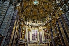BERLIN GERMANY/EUROPE - SEPTEMBER 15: Sikt av altaret och cen Royaltyfri Foto