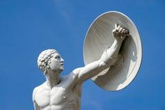 BERLIN GERMANY/EUROPE - SEPTEMBER 15: Staty av en naken man w Arkivfoton