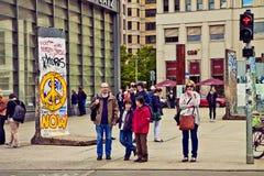 Berlin Germany - Potsdamer Platz, touristic mötepunkt Fotografering för Bildbyråer