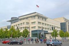 berlin germany Sikt av byggnaden av ambassaden av Amerikas förenta stater Fotografering för Bildbyråer