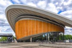 Berlin Germany 6th juli 2018 Lokaliserat på den tidigare kongressbyggnaden, byggnad i 50-tal, men fortfarande ett högt exempel av arkivbild