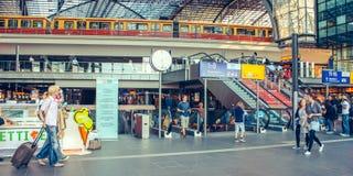Berlin juni 2010 Central huvudsaklig järnväg drevstation i Berlin, Tyskland Den historiska Lehrteren Bahnhof öppnas i 2006 arkivfoto