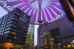 BERLIN 01 Maj 2015 TYSKLAND Sony Center på Potsdamer Platz, Arkivbild