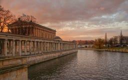 Berlin museumö, afton Arkivfoto
