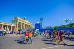 BERLIN NIEMCY, CZERWIEC, - 06, 2015: Błękitne reklamy wszystko wokoło Brandenburger bramy mistrza ligowy definitywny dopasowanie  Zdjęcia Stock