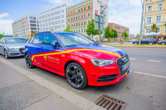 BERLIN NIEMCY, CZERWIEC, - 06, 2015: Barcelona drużynowy oficial samochód na mistrza ligowym definitywnym dopasowaniu Zdjęcie Stock