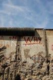 Berlin Niemcy, Czerwiec, - 27, 2017: Widok sekcja oryginalna wschodnio-zachodni Berlińska ściana, część Berlińskiej ściany pomnik zdjęcie stock