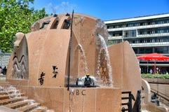 Berlin, Niemcy: Europa Platz fontanna zdjęcie royalty free