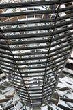 BERLIN NIEMCY, Grudzień, - 17 2017: Inside widok kopuła w Reichstag budynku obrazy royalty free