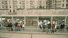 BERLIN NIEMCY, KWIECIEŃ, - 30, 2018 Muzealna wystawa blisko Berlińskiej ściany obrazy stock