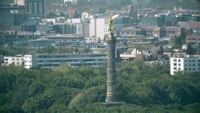 BERLIN NIEMCY, KWIECIEŃ, - 30, 2018 Telephoto obiektyw strzelający sławna zwycięstwo kolumna zbiory wideo