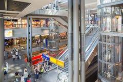 BERLIN NIEMCY, LIPIEC, - 22: Turyści ar i pracownicy Zdjęcia Stock