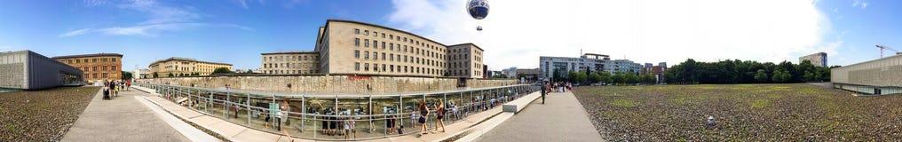 BERLIN NIEMCY, LIPIEC, - 2016: Turysta wizyty miasta muzeum berlin Zdjęcie Royalty Free
