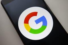 Berlin Niemcy, Listopad, - 19, 2017: Google loga ikona na parawanowym nowożytnym smartphone Obrazy Stock