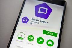 Berlin Niemcy, Listopad, - 19, 2017: Google TalkBack zastosowanie na parawanowym nowożytnym smartphone w sztuka sklepie Google ap obraz stock
