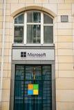 Berlin, Niemcy 15 2018 Luty: Microsoft Corporation lub MS Sala operacyjna Windows system lub wielonarodowa firma Fotografia Stock