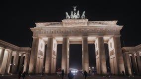 BERLIN NIEMCY, NOV, - 23, 2018: Noc widok Brandenburg brama w Berlin zbiory wideo