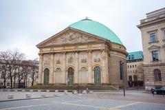19 01 2018 Berlin, Niemcy - St Hedwig ` s katedra na Bebel Obrazy Royalty Free