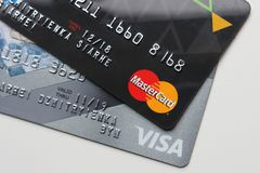 Berlin Niemcy, Wrzesień, - 4, 2017: Bank kart MasterC i wiza Obraz Royalty Free