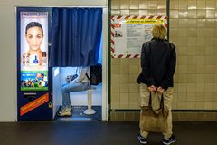 BERLIN NIEMCY, WRZESIEŃ, - 22, 2015: Metro przy Postda Obraz Stock